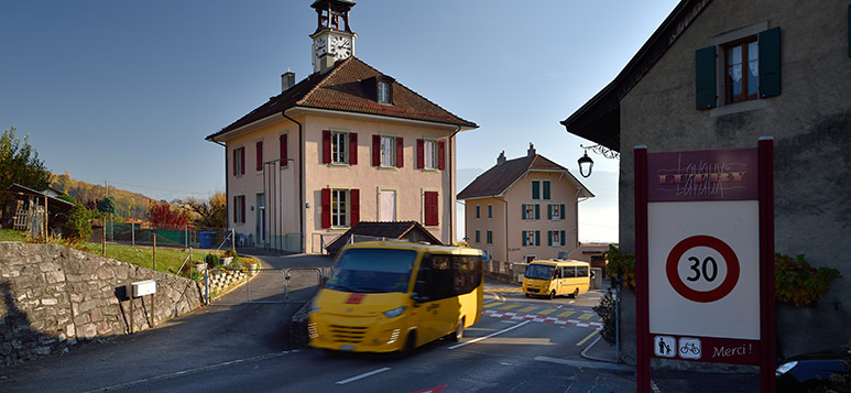 Un bus scolaire de la commune de Lutry